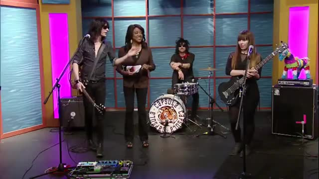 Capsula performs on Valley View Live!