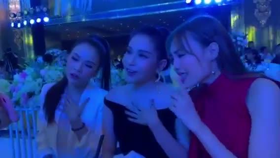 Clip: Ngô Kiến Huy không đỡ nổi khi chứng kiến tam ca Lan Ngọc, Khả Như và Sam cover tại đám cưới đạo diễn Nhất Trung ảnh 1