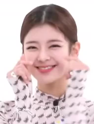 Watch and share Lia -ITZY Weekly Idol 450주간아이돌 450회 예고 [5DwdfcVel58]-2 GIFs by masterfat on Gfycat