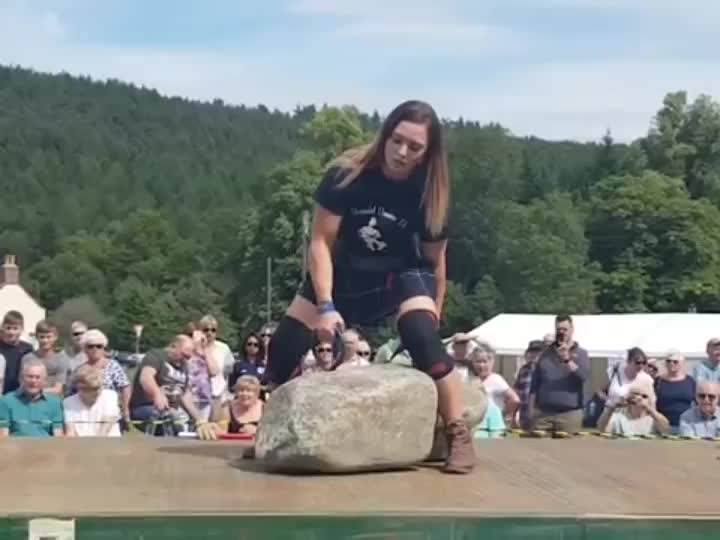 GallowBoob, Leigh Holland-Keen has become only the second woman to lift Scotland's legendary Dinnie Stones. GIFs