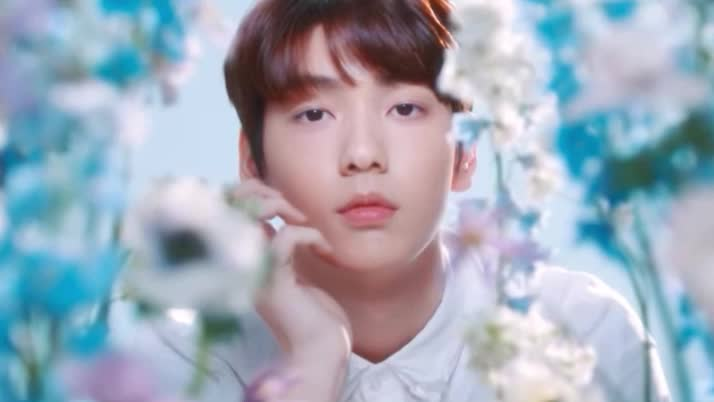 attention, aww, do, film, flirt, flowers, in, in love, korean, kpop, listen, listening, look, love, questioning, see, sobin, txt, what, you, TXT (투모로우바이투게더) 'Questioning Film - What do you see?' - 수빈 (SOOBIN) GIFs