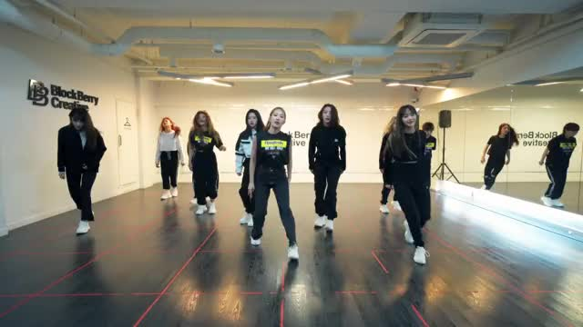 Watch and share 이달의 소녀 (LOONA) -So What- Dance Practice Video 12 GIFs by theangrycamel2019 on Gfycat