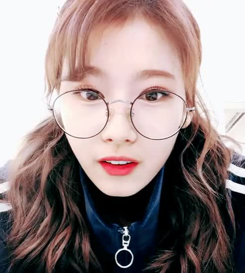 Watch and share 사나가보채영 GIFs by 유하현 on Gfycat