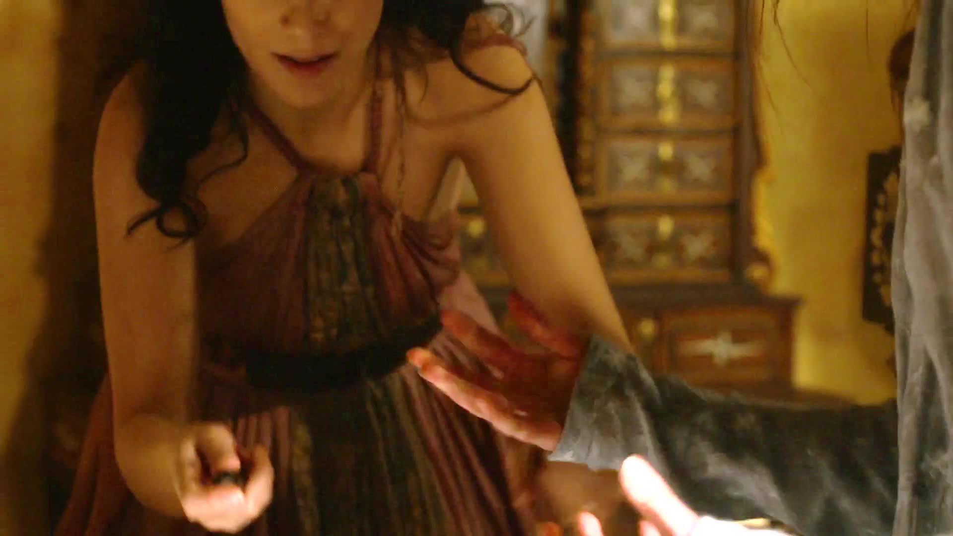 sophieturner, Sophie Turner's almost plot in last season's GoT... (reddit) GIFs