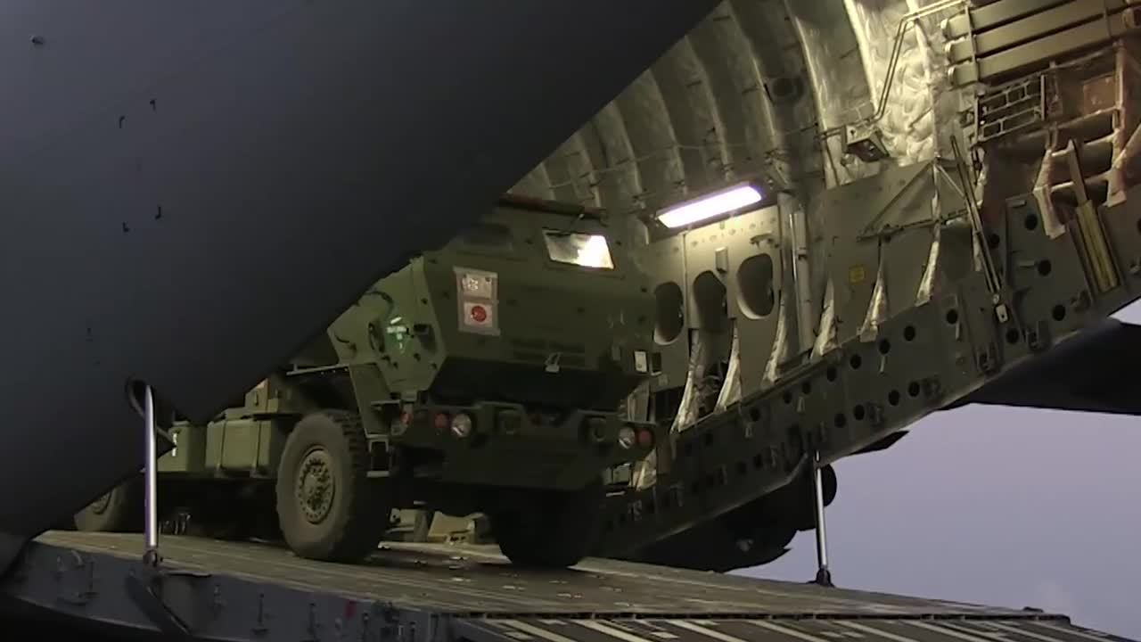 MilitaryGfys, militarygfys, These Marines can get a High Mobility Artillery Rocket System off a C-17 and ... GIFs