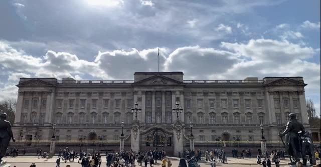Watch and share Buckingham Palace - AR Tourism GIFs on Gfycat