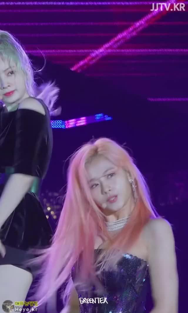 Watch and share Twice GIFs and Sana GIFs by 매의눈닷컴(▶heye.kr) on Gfycat