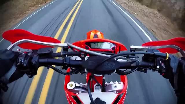 Watch wobble GIF by @virtuallyworthless on Gfycat. Discover more 2016 beta 300rr, beta, beta 300rr, dirt bike, dual sport, enduro, gopro, gopro hero 4, motorcycle, virtuallyworthless GIFs on Gfycat
