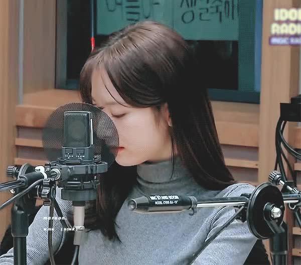 Watch and share 유혹하는... 우주소녀 보나 GIFs on Gfycat