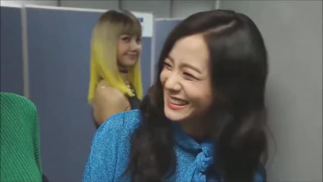 Blackpink Lisa Funny Cute Moments Gif By Koreaboo Koreaboo