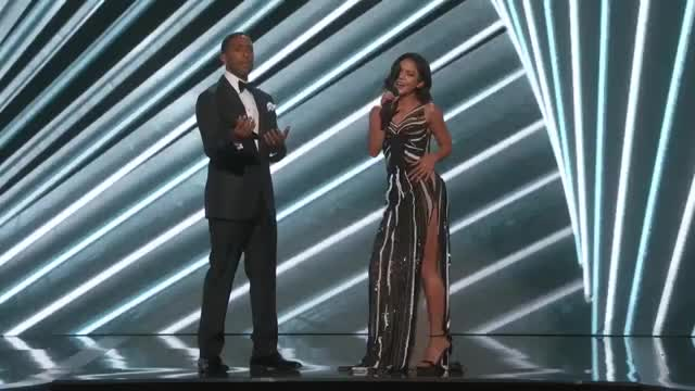 Watch this trending GIF on Gfycat. Discover more Artists, Award Show, BBMA, BBMA 2017, BBMAs, Billboard, Billboard Music Awards, Red Carpet, Show, Top 100 GIFs on Gfycat
