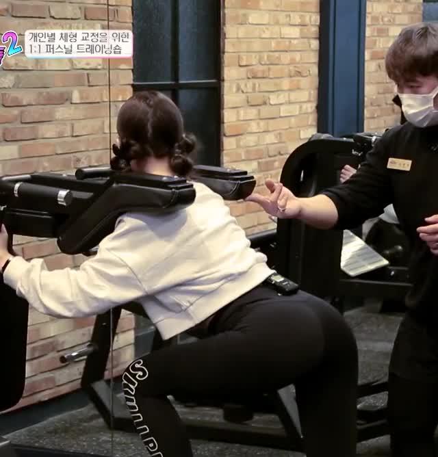 Watch and share Hoxy걸그룹 맞아요.. 비명으로 가득한 헬스장..ㅋㅋ|@요즘것들 시즌2 GIFs by Hyosung on Gfycat