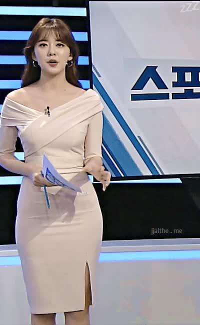 Watch and share SBS 김민형 아나운서 몸매라인 GIFs on Gfycat