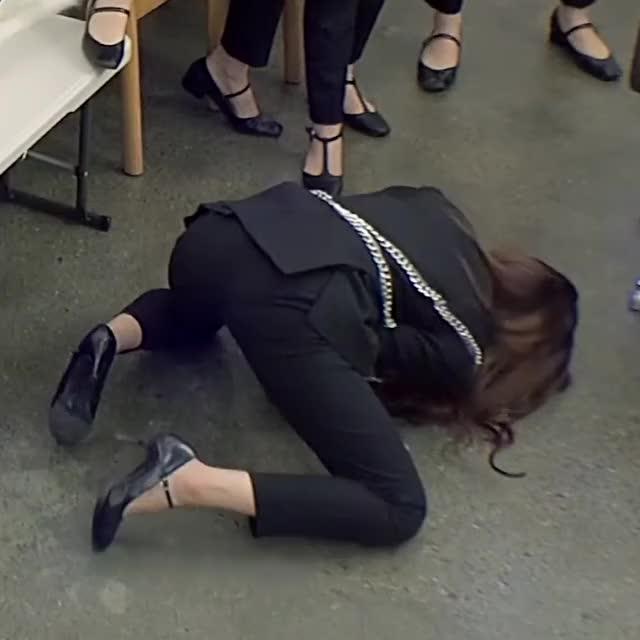 iZONE Eunbi flaunting her a-hole