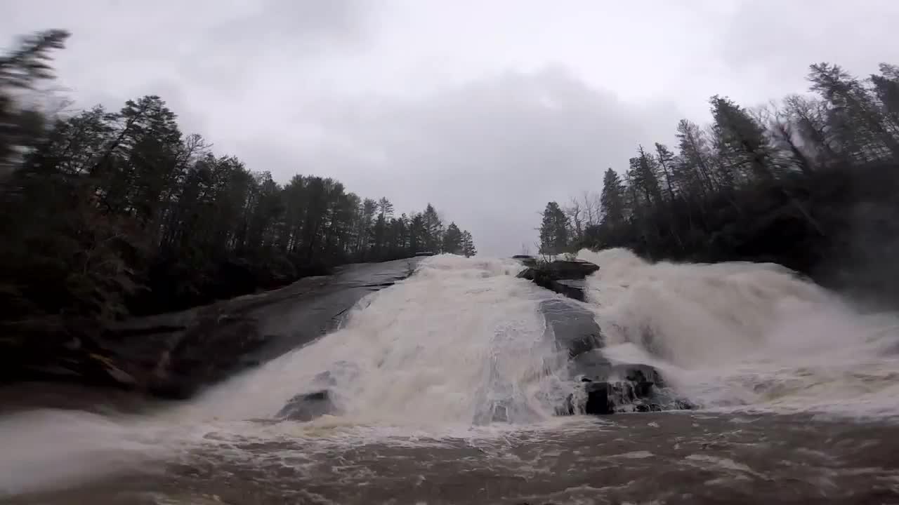 viralhog, Extreme Kayaking || ViralHog GIFs