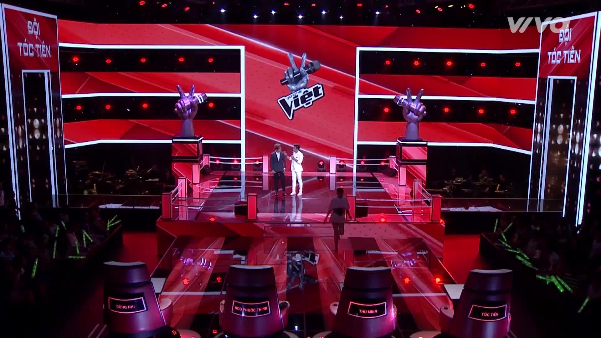 Thích thú với khoảnh khắc Thu Minh chỉnh dáng đi của Tóc Tiên ngay trên sân khấu Giọng hát Việt
