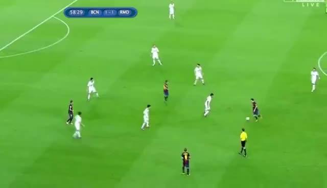 Messi fools Khedira (23/8/2012) barcelona vs realmadrid GIFs