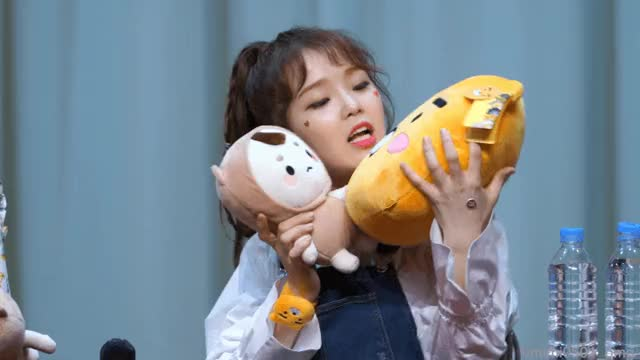 Watch and share Ohmygirl GIFs and Seunghee GIFs by saewoojabi on Gfycat