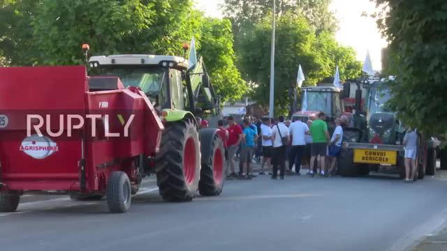 France- La Rochelle farmers demand payment of CAP subsidies GIFs