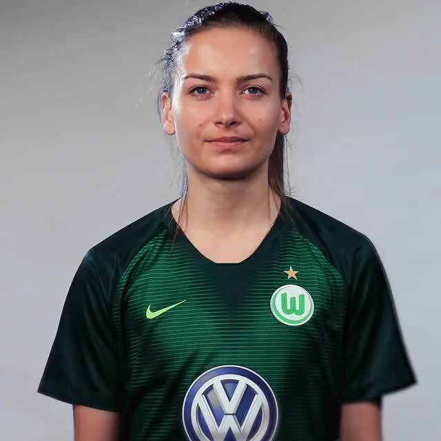 Watch and share Joelle Wedemeyer GIFs and Vfl Wolfsburg GIFs by VfL Wolfsburg on Gfycat