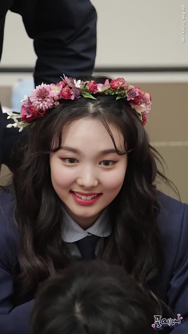 Watch Cutie WIL Nayeon GIF by Ahrigato (@ahrigato500) on Gfycat. Discover more Fancam, Forever, TWICE, WIL fansign, 다현, 정연, 지효, 직캠, 트와이스, 포에버 GIFs on Gfycat