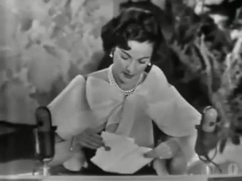 Watch Gene Tierney entrega el Oscar al Mejor Vestuario en 1954 GIF on Gfycat. Discover more Cinecinéfilos Bio dos, People & Blogs GIFs on Gfycat