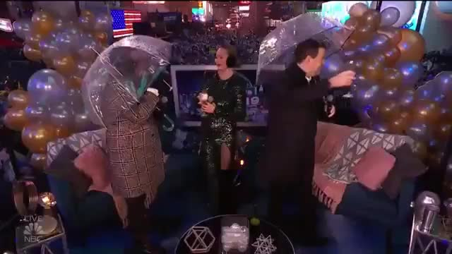 Big Cat, Fail, chrissyteigen, lesliejones, Chrissy Teigen gets smacked by umbrella from Leslie Jones GIFs