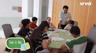 Dù dốc sức tập luyện cho chung kết, top 6 Giọng hát Việt nhí vẫn tranh thủ học văn hoá