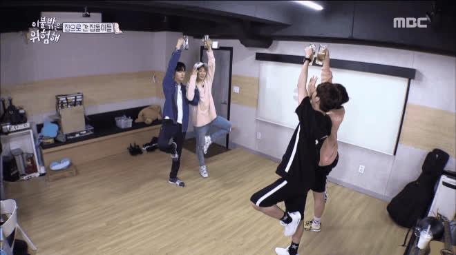 Vừa uống bia vừa tập yoga  Còn ai bá đạo hơn các chàng trai Wanna One