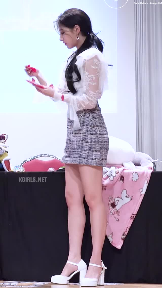 Watch yein-lovelyz-skirt-4-www.kgirls.net GIF by KGIRLS (@golbanstorage) on Gfycat. Discover more related GIFs on Gfycat