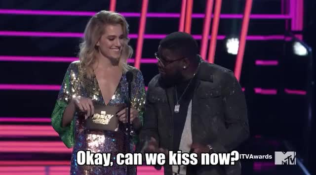 Watch and share Allison Williams GIFs and Mtv Awards 2017 GIFs by Reactions on Gfycat