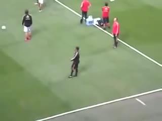 hifw, ronaldinho, skill, Ronaldinho humiliates his teammate during warm up GIFs