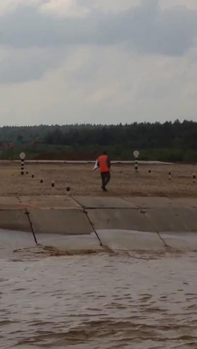 tanks, yesyesyesno, Belorussian tank drifts into a lamppost in Minsk, 24/6/17 (reddit) GIFs
