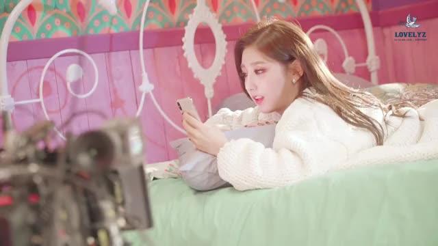 Watch lovelyz - yein GIF by Nu (@1nu1nu1) on Gfycat. Discover more Entertainment, Lovelyz, yein, 러블리즈, 메이킹, 뮤직비디오, 비하인드, 찾아가세요 GIFs on Gfycat