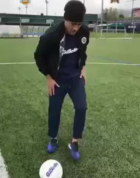 Watch and share Neymar Paga Mico Ao Tentar Embaixadinha, Pisar Na Bola E Levar Tombo GIFs on Gfycat