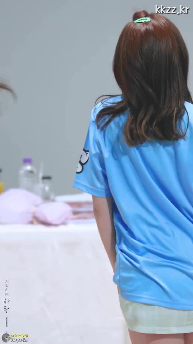 Watch and share Seo Jisoo GIFs and Lovelyz GIFs by 매의눈닷컴(▶heye.kr) on Gfycat