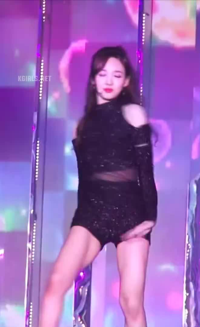 nayeon-twice-tell me-1-www.kgirls.net GIFs
