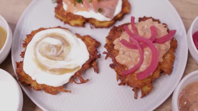 Watch and share Solozaur Cookin GIFs and Potato Latkes GIFs by Solozaur Cookin on Gfycat