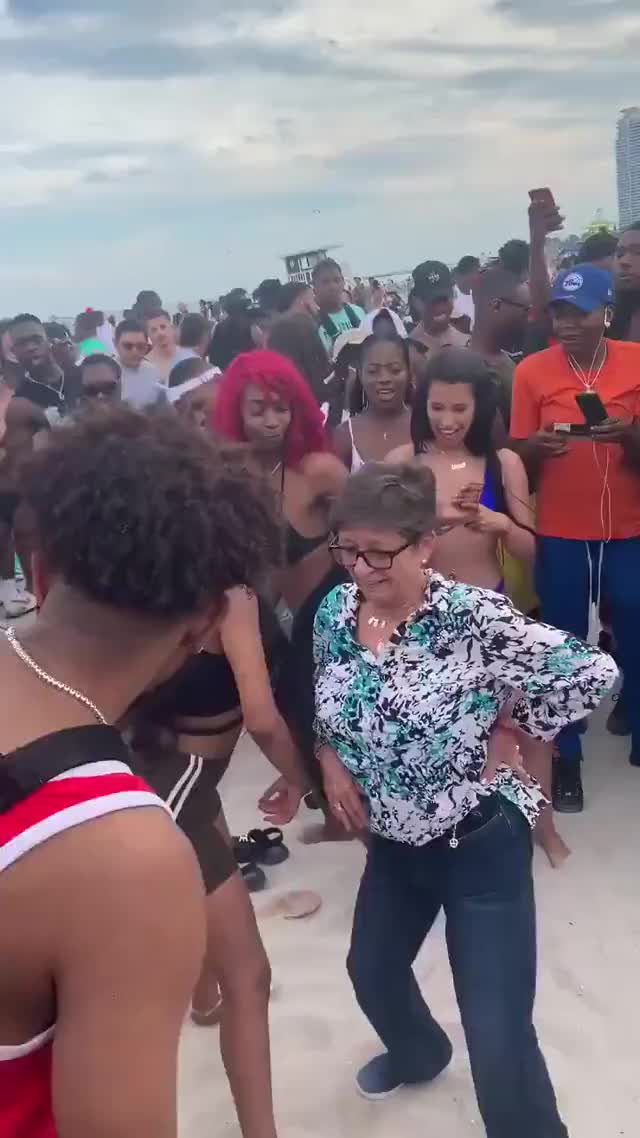 Watch and share Dancing GIFs and Beach GIFs by O-shi on Gfycat