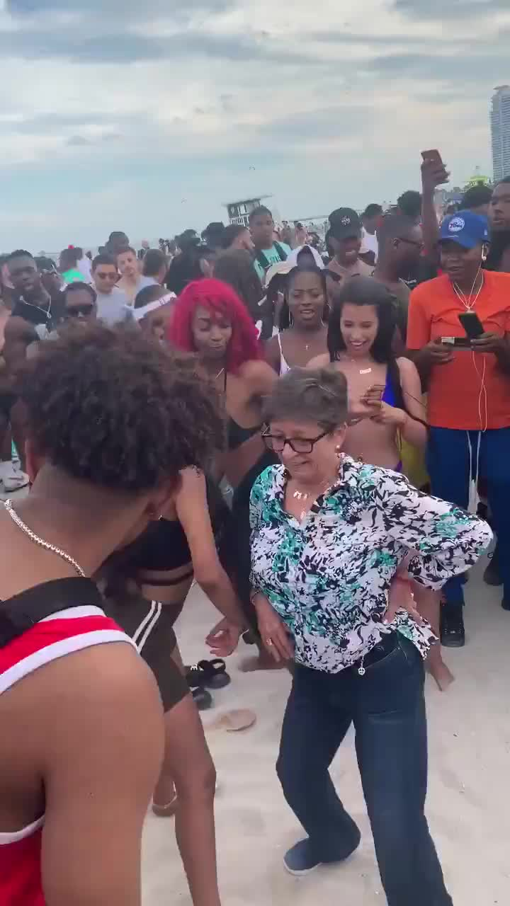 beach, dancing, women, Get it ladies! GIFs