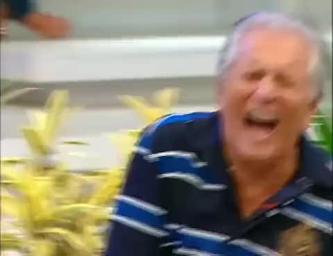 Watch Carlos Alberto LOL 1 GIF on Gfycat. Discover more alberto, carlos, gogo, nossa, paulinho, praça GIFs on Gfycat