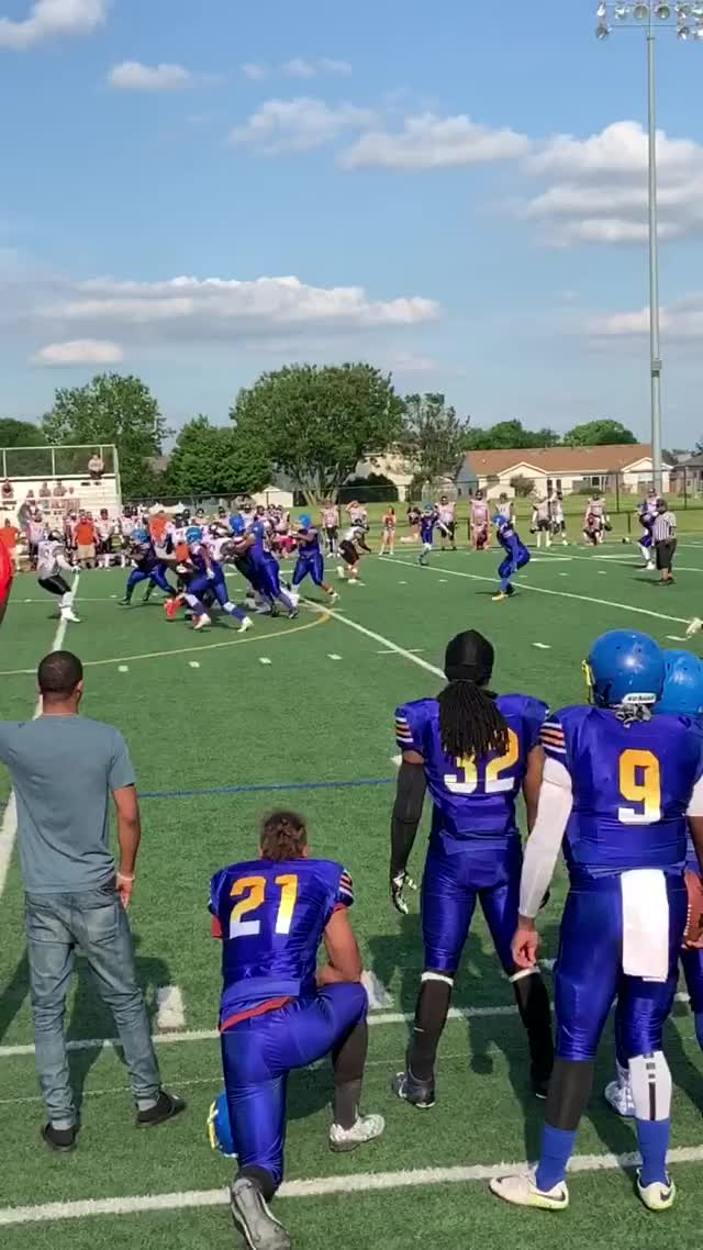Watch and share Football GIFs by showtime_28 on Gfycat
