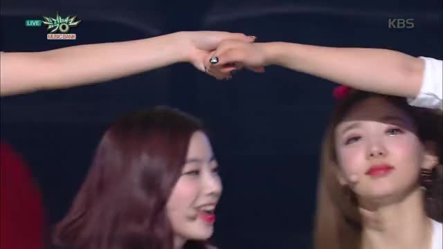 Watch and share Dahyun GIFs and Nayeon GIFs by b0shtet on Gfycat