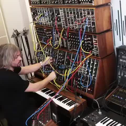 Techno melodies 😍 Hannes Bieger creating some modular synth magic 💫 GIFs