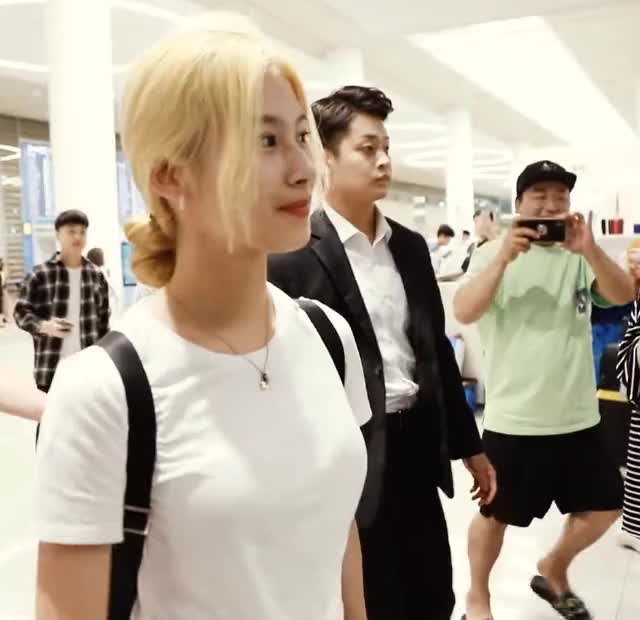 Watch and share Twice GIFs and Sana GIFs by koreaactor on Gfycat