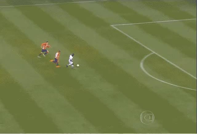Watch and share GIF - Riascos Perde Terceiro Gol Contra O São Paulo (Foto: Reprodução) animated stickers on Gfycat