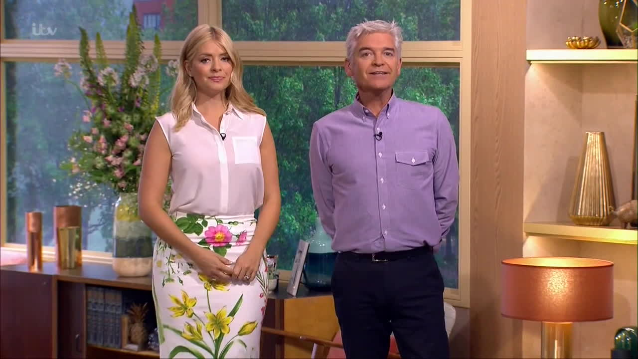 Holly Willoughby, see through, see thru, thehollywilloughby, Holly Willoughby   See thru to Bra    20160525 GIFs