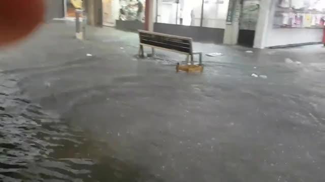 Watch and share Enchente No Calçadão De Duque De Caxias Rj GIFs on Gfycat