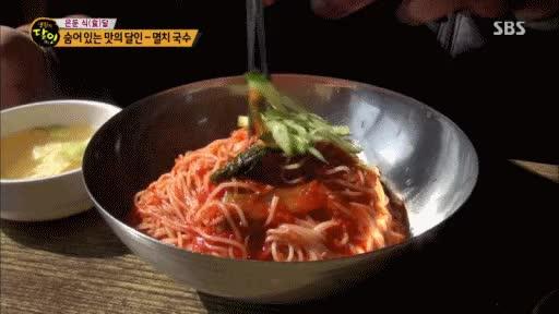Watch and share 비빔국수 Vs 잔치국수 GIFs by podong on Gfycat