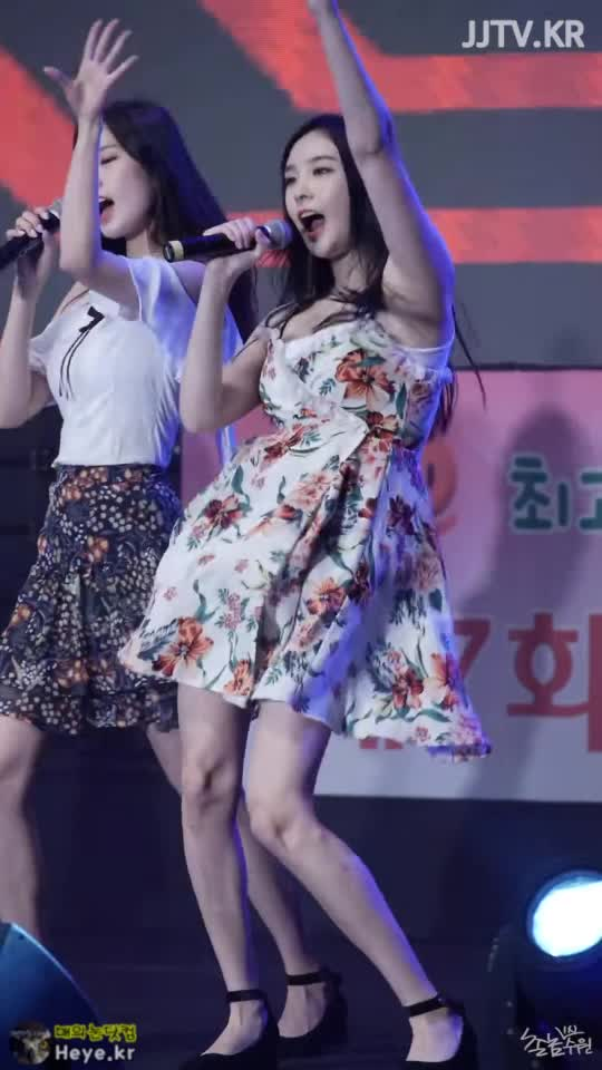 Watch and share Nahyeon GIFs and Sonamoo GIFs by 매의눈닷컴(▶heye.kr) on Gfycat